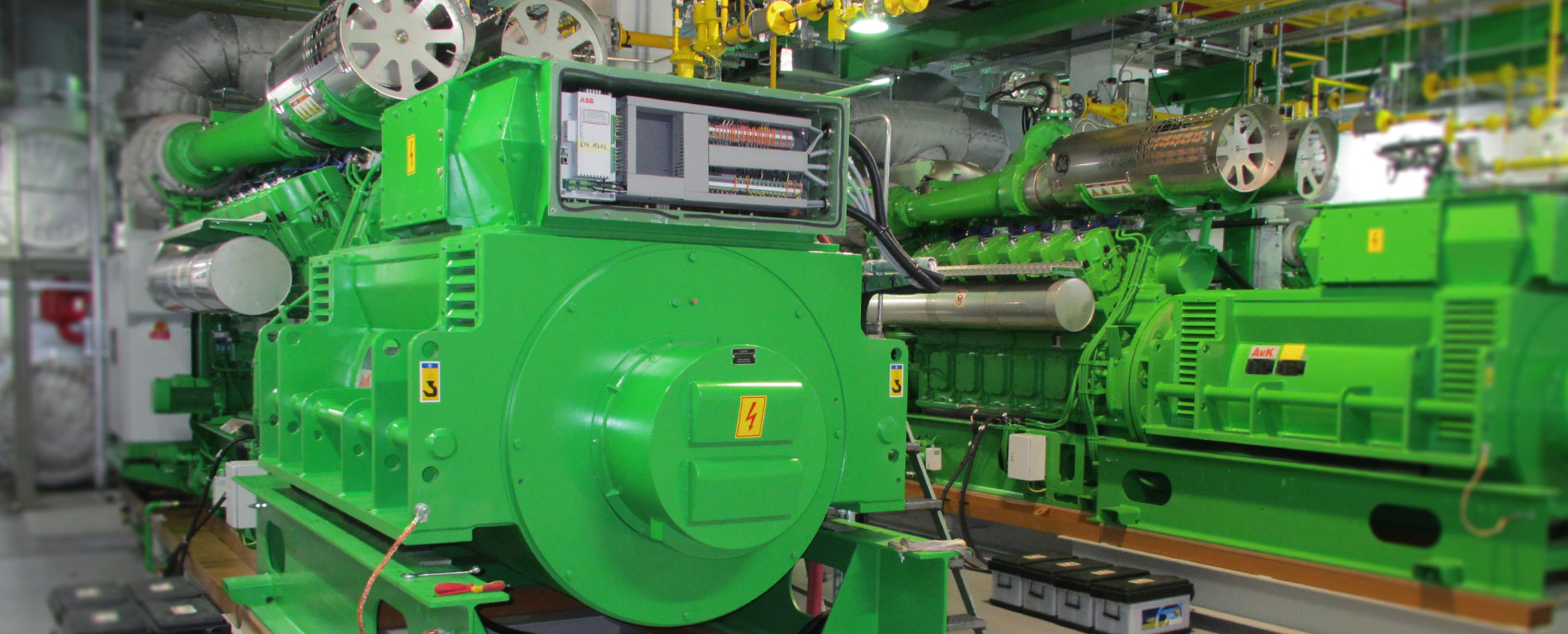 Zwei grüne Elektromotoren in Betrieb